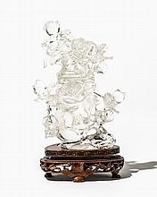 Flacon à décor de roses en relief  Cristal de roche sculpté, Chine, H 1