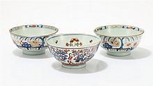 Trois bols  Porcelaine imari, Chine, XVIIIe s, D 15 cm