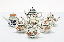 Ensemble de six théières  Porcelaine à décor imari, Chine, époque Qianl