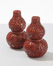Paire de gourdes décoratives  Laque rouge de cinabre sculptée de feuill