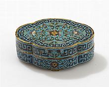 Boîte quadrilobée  Bronze à décor émaillé cloisonné sur fond turquoise,