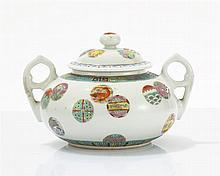 Sucrier couvert  Porcelaine émaillée famille rose à décor d'animaux et