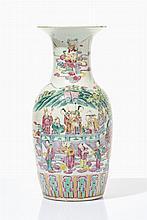 Grand vase  Porcelaine famille rose décor de personnages dans un jardin