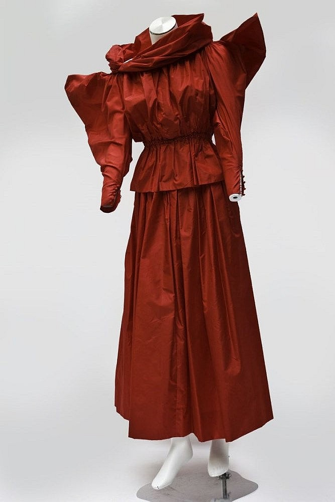 Christian dior haute couture automne hiver 1981 no 14892 for Couture a geneve