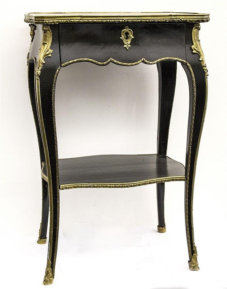 Petite table de salon de Louis XV Bois laqué noir, plateau à
