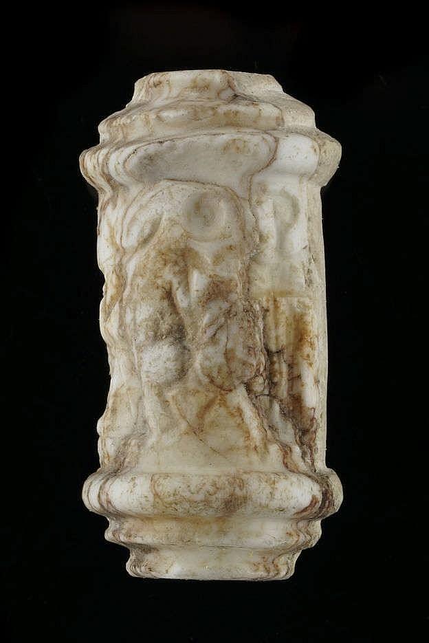Sceau-cylindre fragmentaire, les bords à trois niveaux, marbre, paléo-babylonien, 2000-1600 av. JC