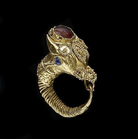 Boucle d'oreille, époque hellenistique, III-IIe s av. JC