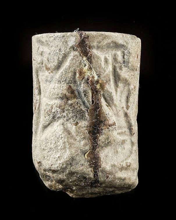 5 sceaux-cylindres, calcaire, diorite, marbre gris et coquillage, probablement Akkad, 2340-2150 av. JC