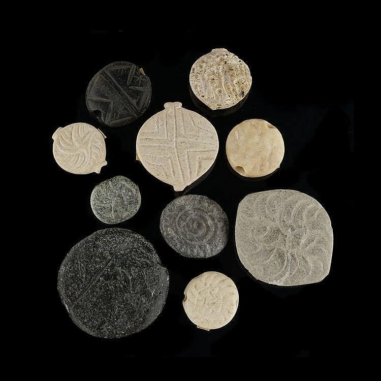 10 sceaux hémisphériques, Mésopotamie, pierres diverses, IVe-Ier millénaire av. JC