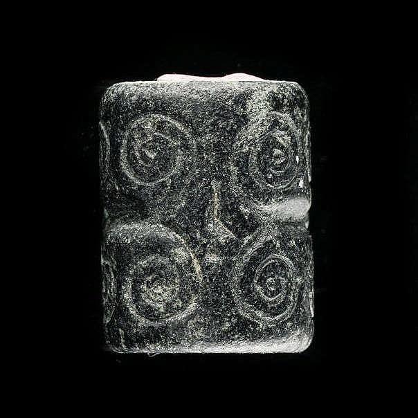 4 sceaux-cylindres, serpentine, marbre vert et nacre, calcédoine et albâtre, Djemdet-Nasr, 3000-2900 av. JC