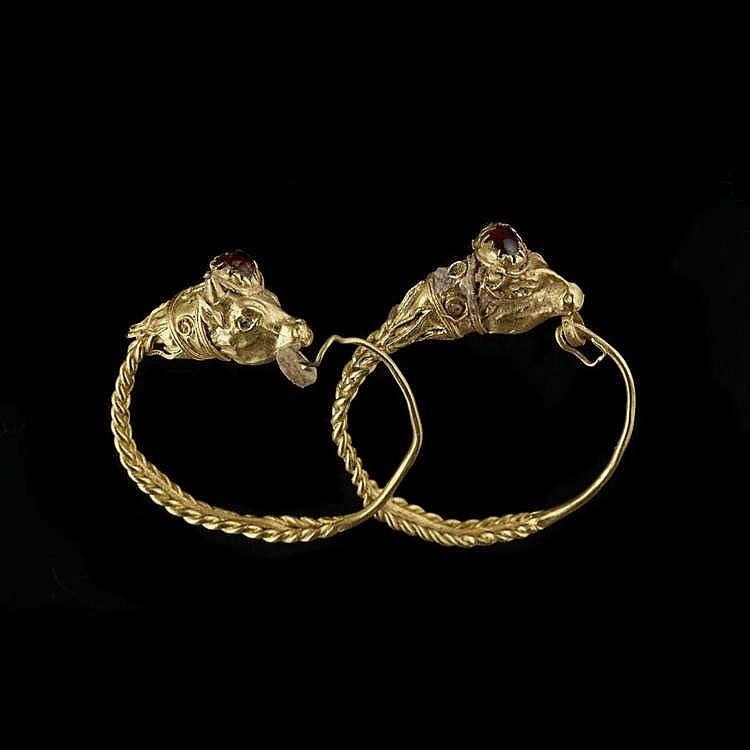 Paire de boucles d'oreilles, époque hellenistique, III-IIe s av. JC