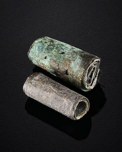 Deux rouleaux gravés d'un texte probablement dans une langue judéo-araméenne, Levant, Ier millénaire av. J-C