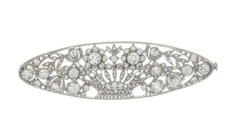 Broche ovale à motif de panier fleuri serti de diamants taille ancienne et de roses de diamant
