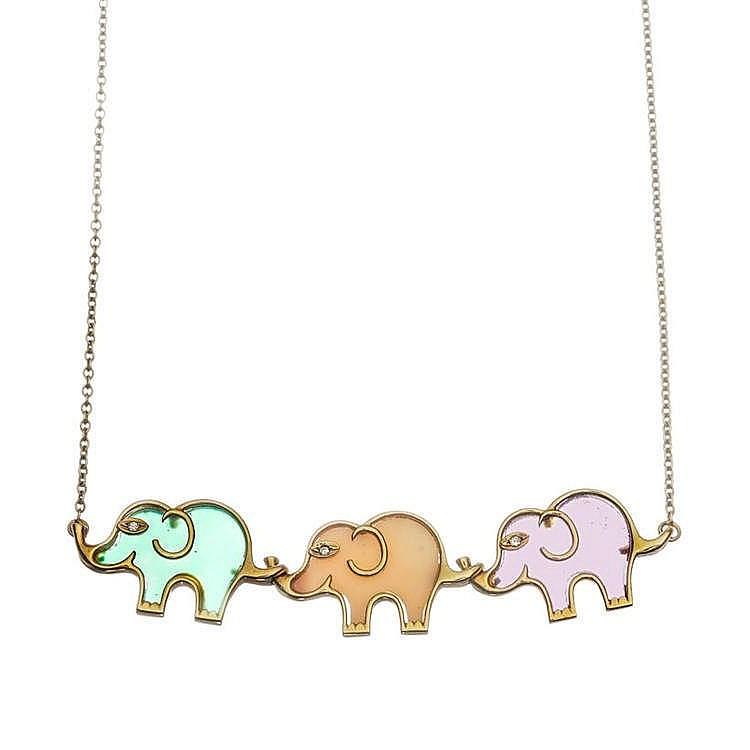 Van Cleef and Arpels, collier à motif de trois éléphants en chrysoprase, corail et améthyste, sertis chacun d'un diamant pour l'œil
