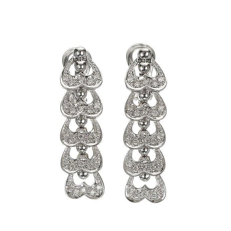 Pendants d'oreilles à motifs de guirlandes de cœurs sertis de diamants (env. 0.8 ct), peuvent se porter en clip ou avec une tige