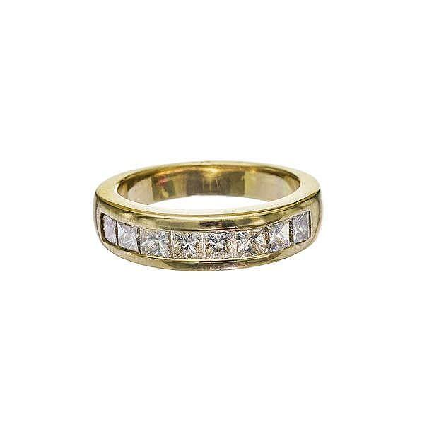 Bague sertie d'une ligne de huit diamants taille princesse (env. 1 ct)