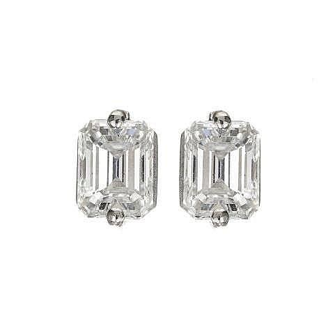 Clous d'oreilles sertis de diamants taille rectangle (env. 0.95 ct) retenus par deux griffes