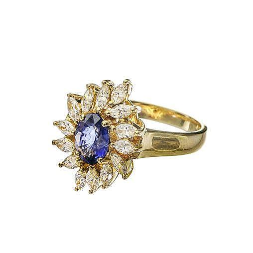 Bague marguerite sertie d'un saphir taille ovale (env. 1 ct) entouré de diamants taille marquise (env. 0.6 ct)