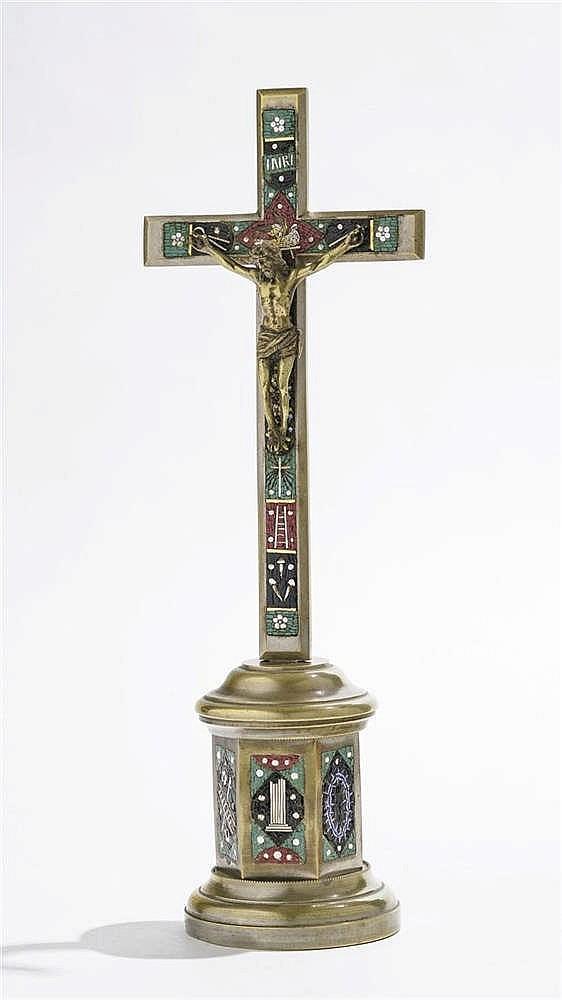 Crucifix à décor de micromosaïques