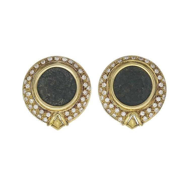 Bulgari, attribué à, Monete, paire de clips d'oreilles sertis de pièces antiques entourées de diamants