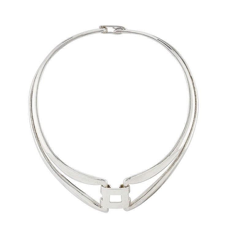 Hermès, collier tour de cou rigide orné d'un motif carré