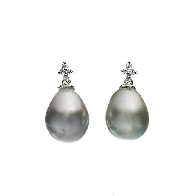 Pendants d'oreilles retenant des perles de Tahiti en goutte surmontées de quatre diamants