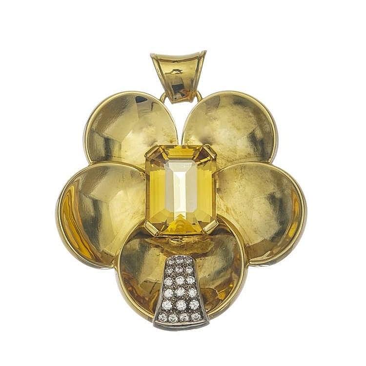 Pendentif camélia stylisé serti d'une citrine (env. 18 ct) surmontant une barrette pavée de diamants (env. 0.6 ct)