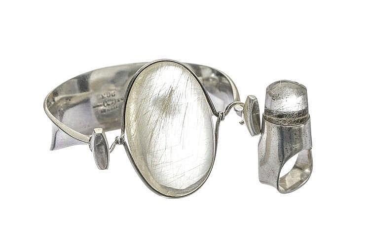 Torun pour Georg Jensen, ensemble d'un bracelet rigide ouvrant et d'une bague sertis de quartz à rutile