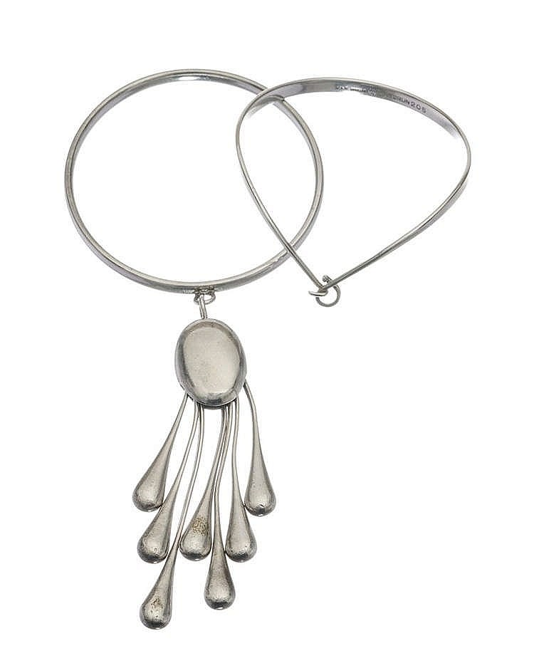 Georg Jensen, bracelet jonc retenant un important motif de sept pendeloques en gouttes