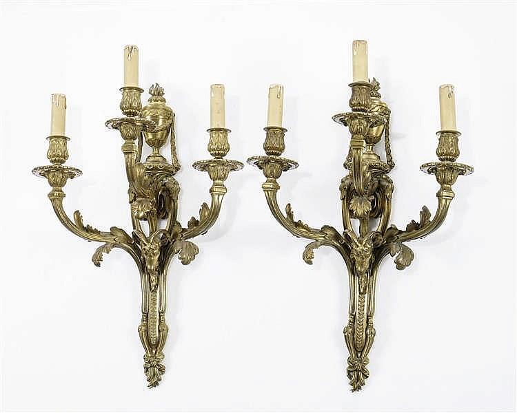 Paire d'importantes appliques à trois lumières de style Louis XVI, époque Napoléon III