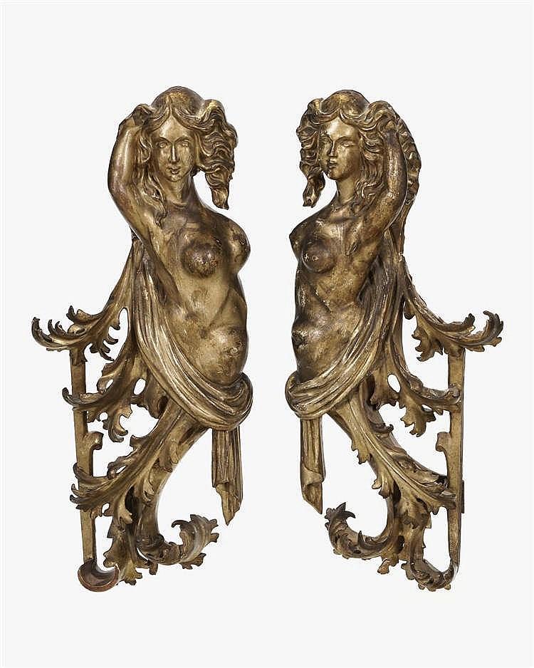 Paire d'éléments d'appliques figurant des femmes, Italie, XVIIIe s