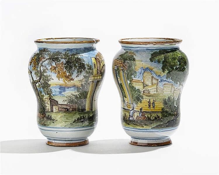 Deux vases à large col, Italie, XVIIIe s