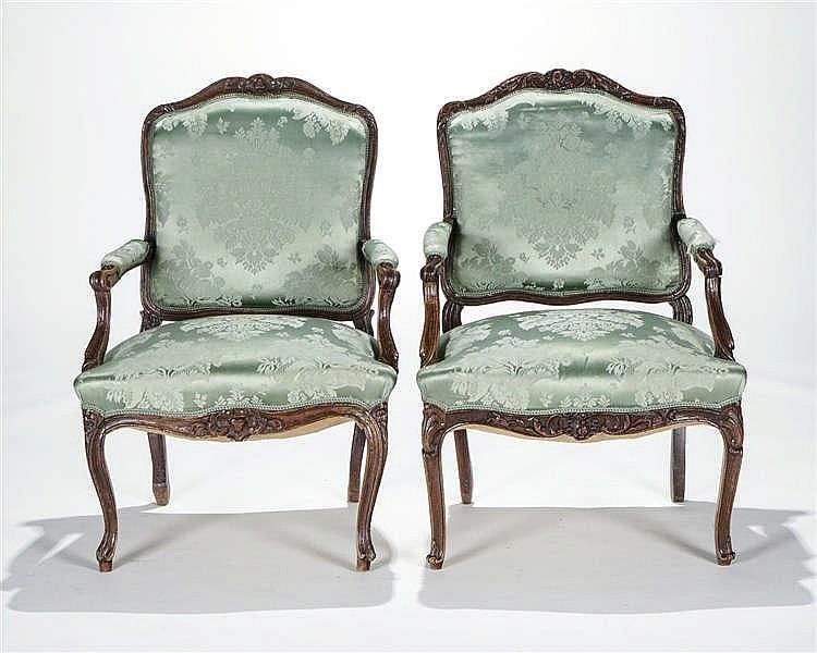 Deux fauteuils d'époque Louis XV