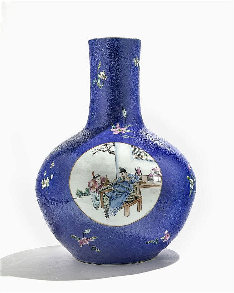 Grand vase tianqiuping, Chine, fin de la dynastie Qing (1644-1912), marque apocryphe Qinalong (1736-1795)