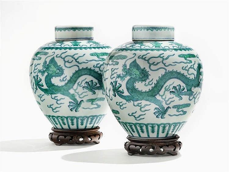 Paire de jarres couvertes, Chine, marque et période Daoguang (1821-1850)