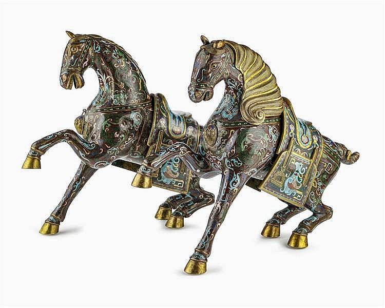 Paire de chevaux en cloisonné, Chine, fin de la dynastie Qing (1644-1912), début République