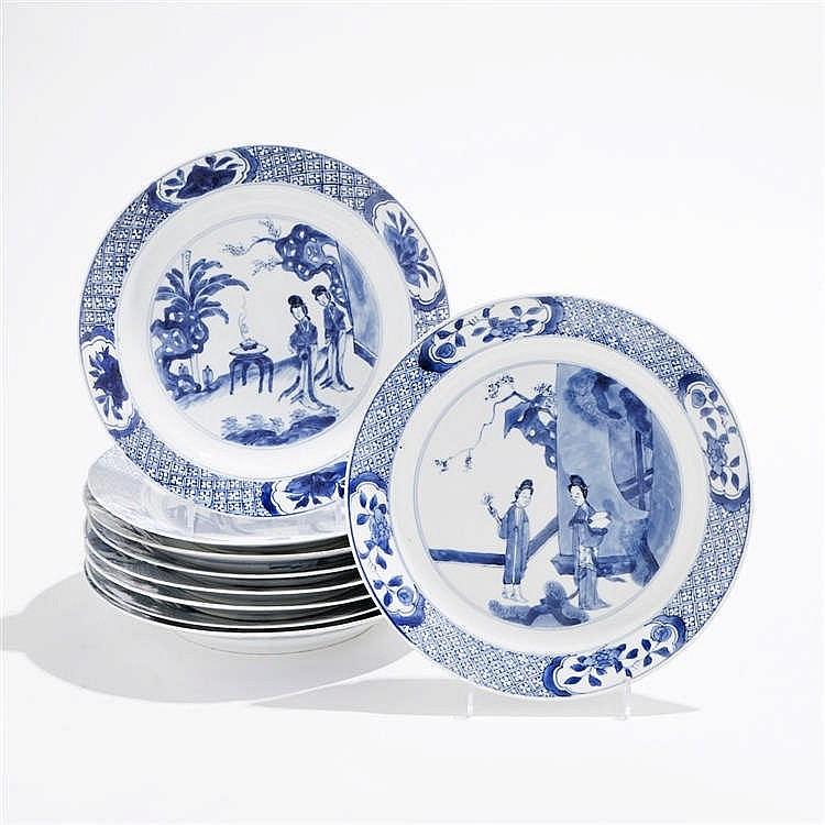 Suite de 9 assiettes, Chine, début Qing, XVIIIe s, marques Chenghua (1465-1487) apocryphes et marques Kangxi (1654-1722