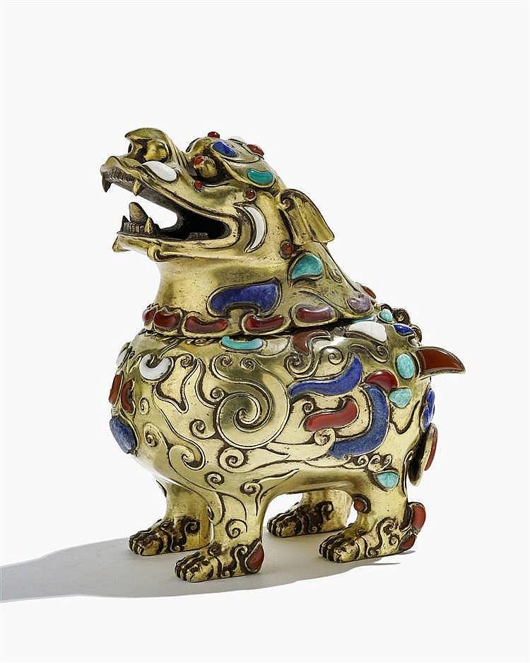 Brûle-parfum en forme d'animal mythique, Chine, circa 1900