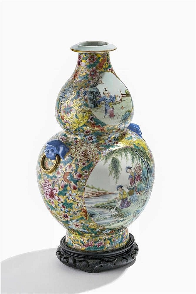 Vase double gourde famille rose, Chine, dynastie Qing (1644-1912), marque apocryphe Qianlong (1736-1795), début XIXe s