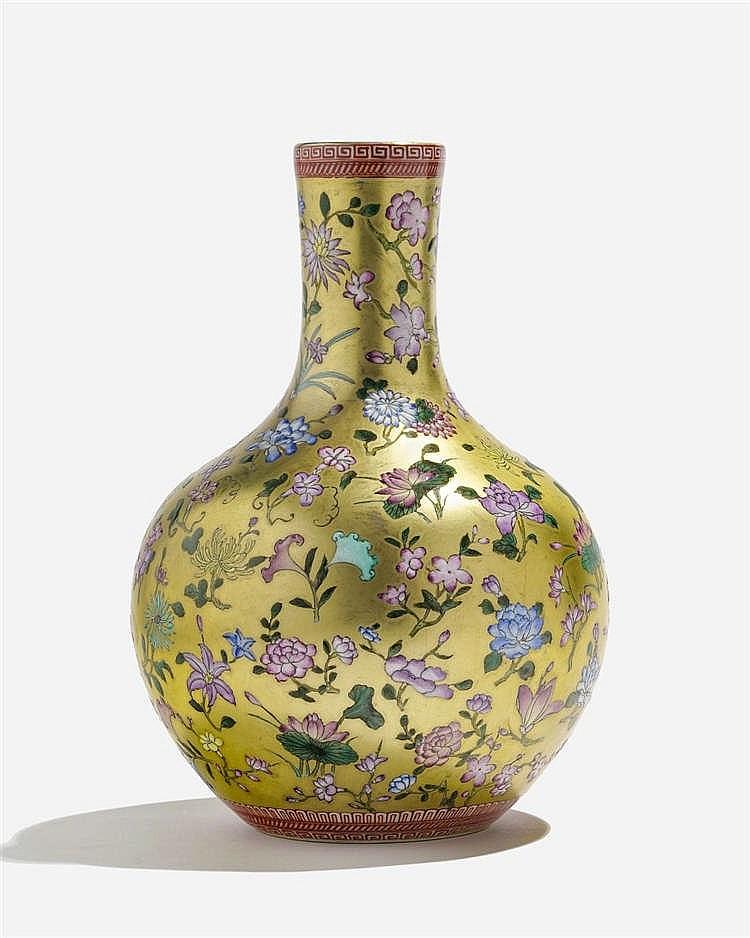 Vase tianqiuping, Chine, dynastie Qing (1644-1912), marque apocryphe Qianlong (1736-1795)