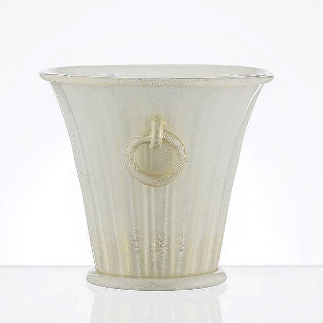 Vase tronconique nervuré à anses anneaux