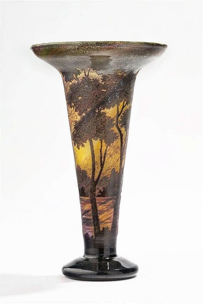 Vase à col évasé signé Daum Nancy