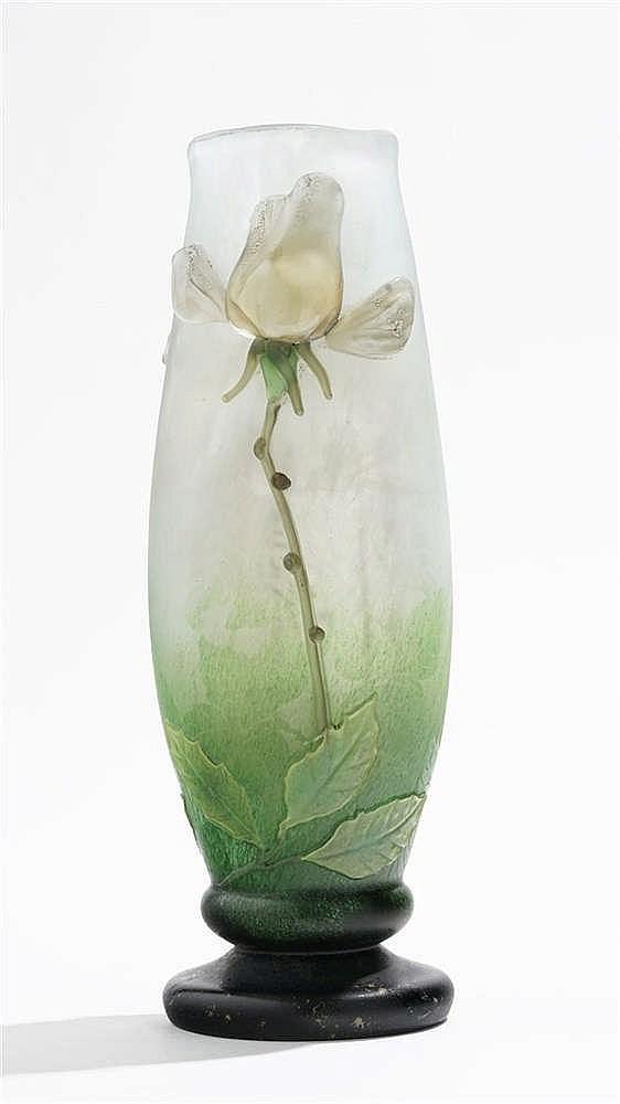 Vase « Une rose » signé Daum Nancy d'après un modèle d'Antonin Daum, circa 1910