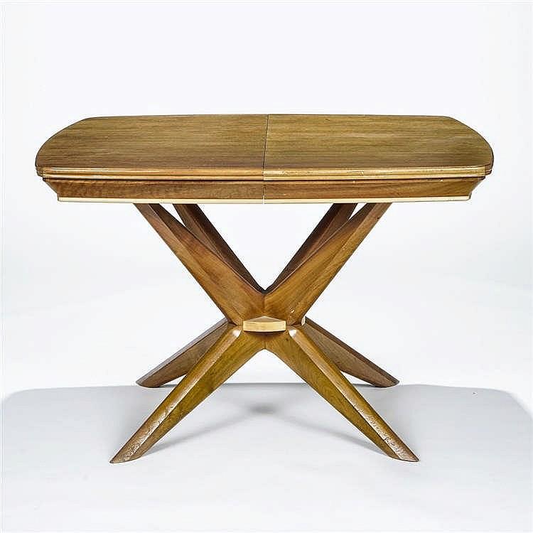 Table de salle à manger et huit chaises, design suisse, XXe s