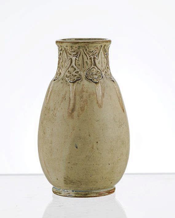 Vase Art Nouveau à décor de coulures et de motifs végétaux