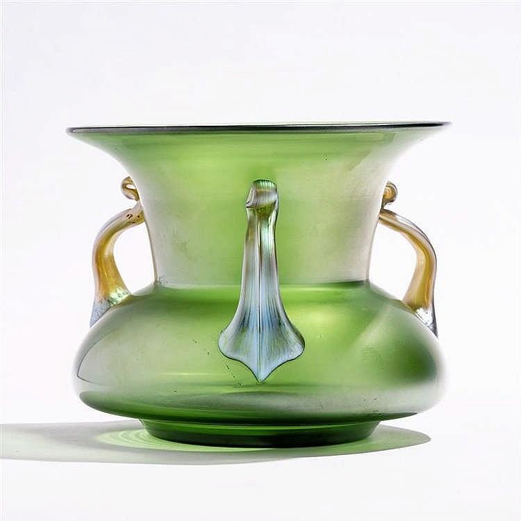 Vase à panse bulbeuse et large col évasé, Loetz, première moitié du XXe s