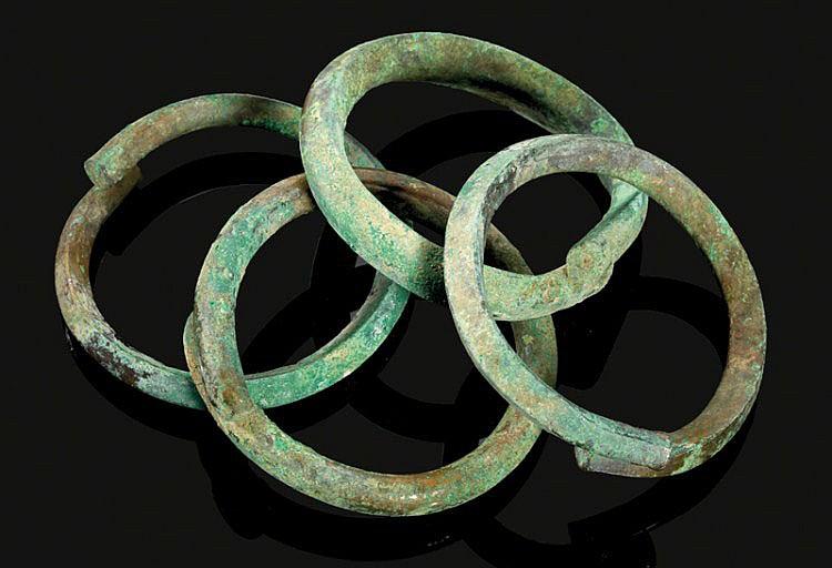 ANTIKER SCHMUCK Lot von 3 massiven Bronzearmreifen