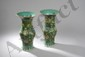 Paire de vases balustre en porcelaine de la famille verte décorée en émaux polychrome sur la couverte de motifs floraux tapissant, pivoines, chauve souris et calligraphie. Chine. Dynastie Qing. 19 ème siècle.  39cm