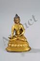Buddha assis en dhyanasa sur un socle lotiforme vêtu de sa robe monastique utarasanga, ses deux mains marquant des mudras, coiffé de fines bouclettes surmontée de la protubérance crânienne ushnisha symbole de sa connaissance. Bronze doré au mercure