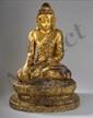 Buddha Maravavijaya assis en vajrasana, la main droite en bumishparshamudra, sur un haut socle finement ciselé, vêtu de la robe monastique Uttharasanga, à plis bouillonnants. Son visage serti d'un diadème incrustée de sulfure polychrome exprime la